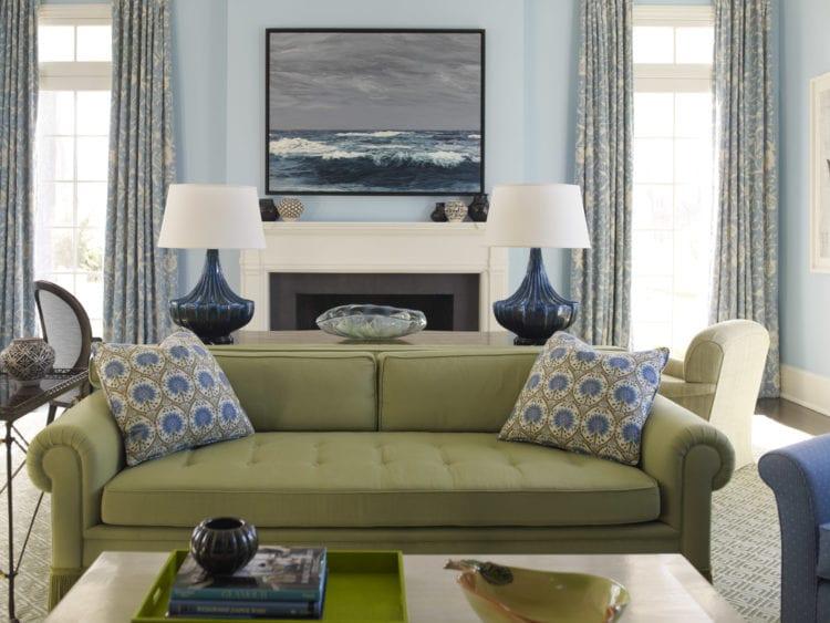Оливковый диван в интерьере