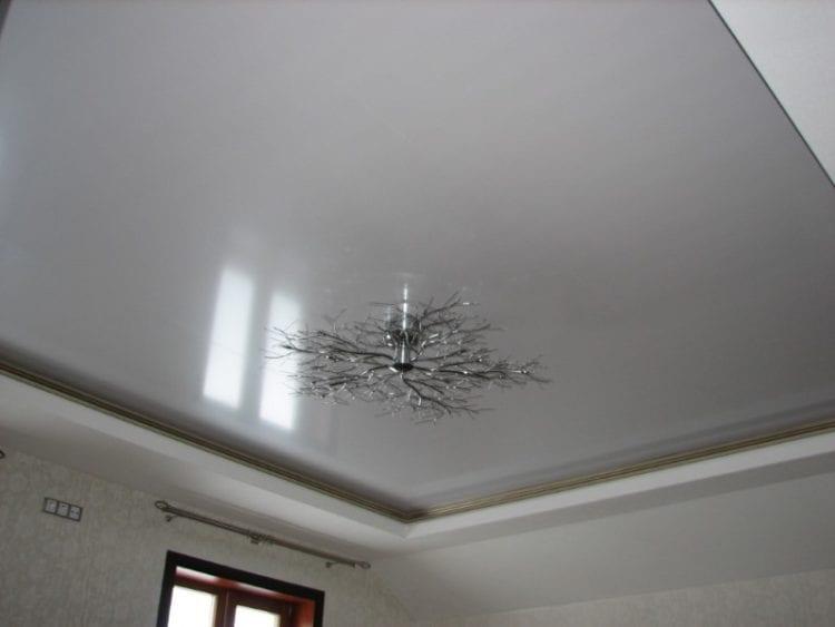 Натяжной потолок цвета металлик