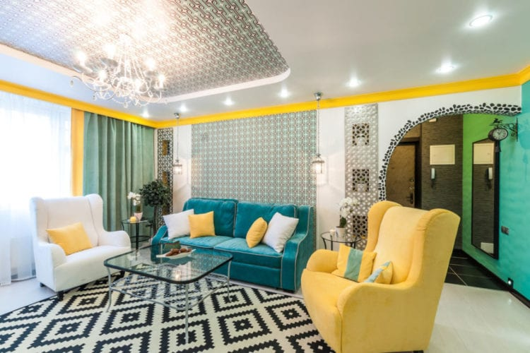 Бирюзовый диван в интерьере гостиной: варианты оформления и гармоничных комбинаций