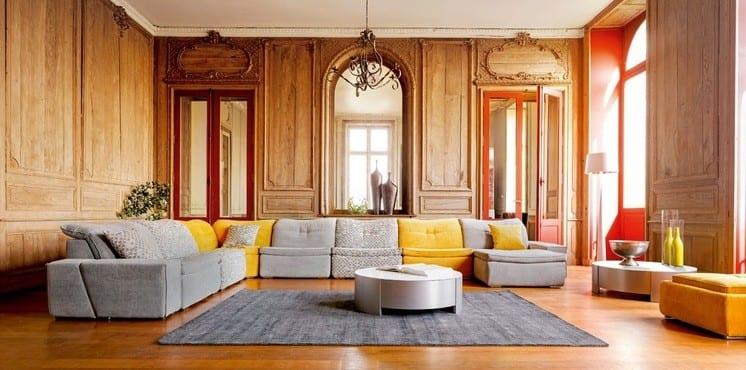 Серо-желтый диван в интерьере