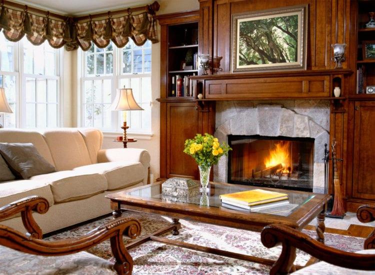 Дизайн гостиной с кухней и камином в загородном доме