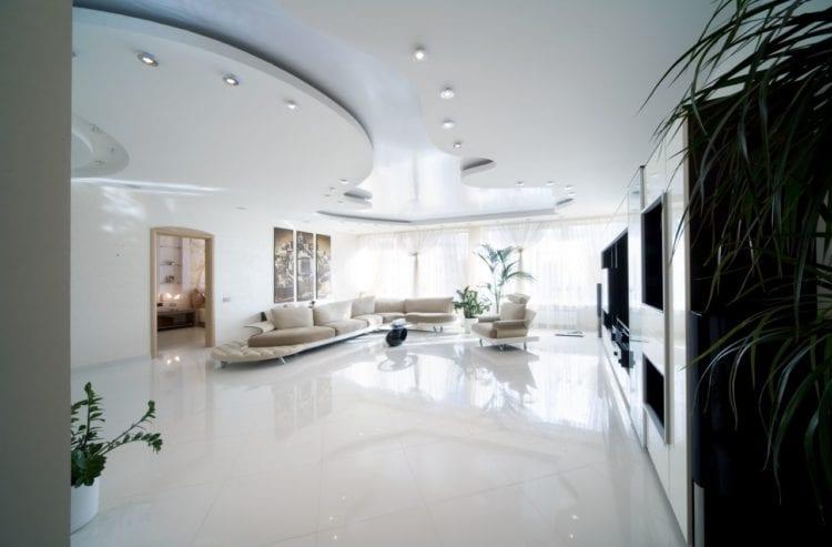 Двухъярусные потолки для зала
