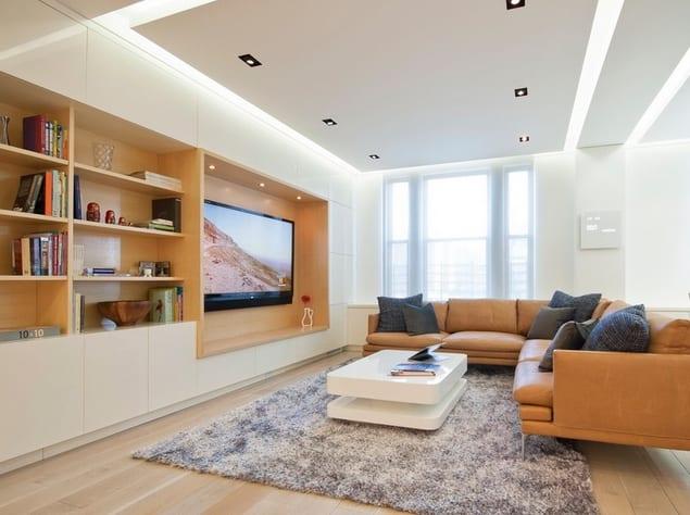 Одноуровневый потолок с оригинальной подсветкой