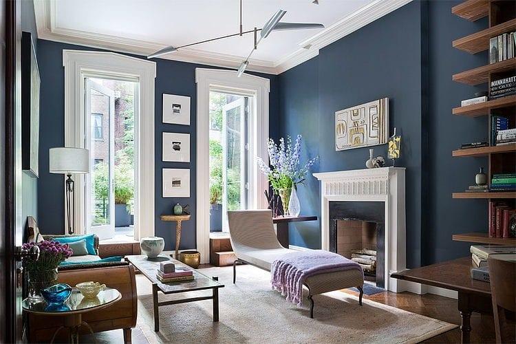 Синие стены в гостиной