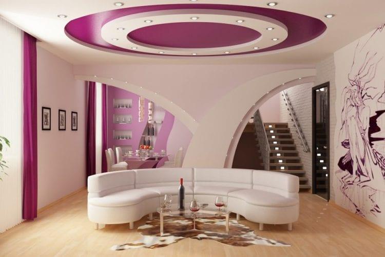 2-й уровень натяжного потолка в гостиной отделан гипсокартоном