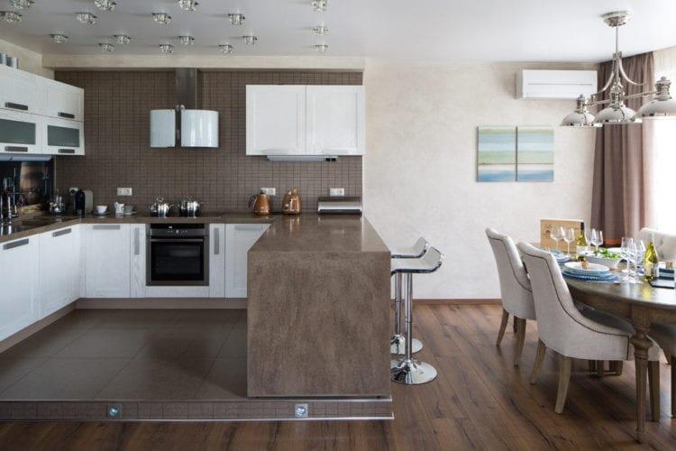 Кухня гостиная в коричнево бежевых тонах