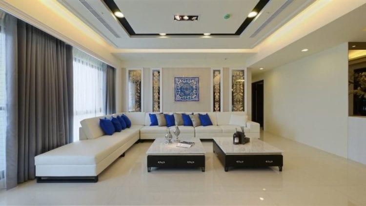 Натяжные потолки в интерьере гостиной модерн