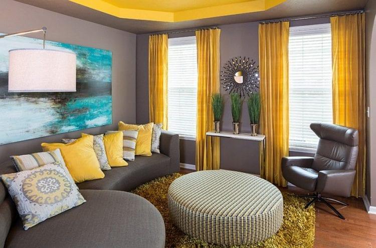 Коричнево-желтая гостиная