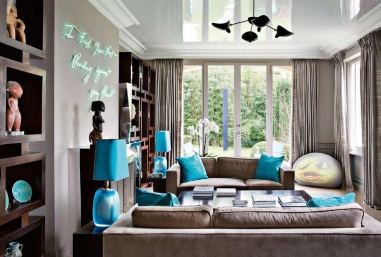 Коричнево-голубая гостиная