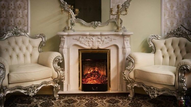 Камин в гостиной стиля барокко