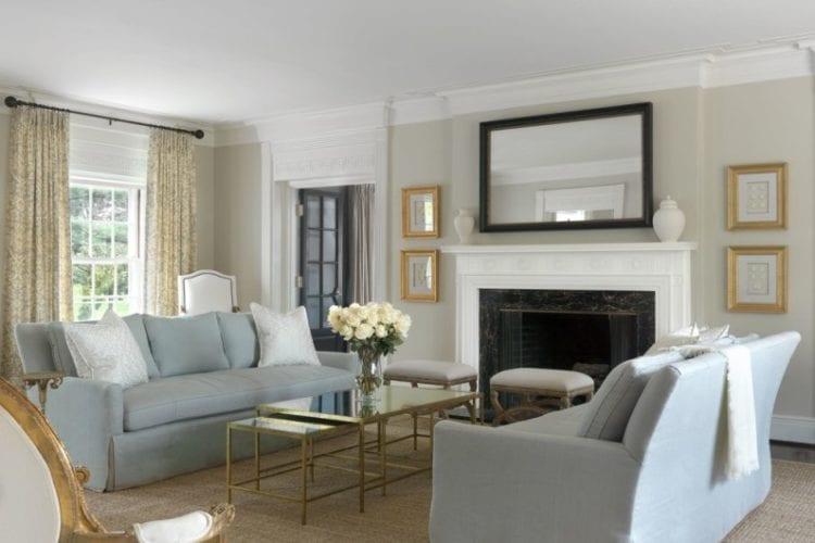 Бежево-серый диван в гостиной