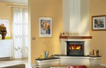 Электрический камин в интерьере гостиной в городской квартире и доме