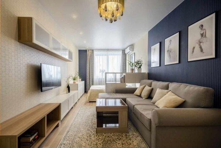 Яркий интерьер гостиной на 18 кв. м