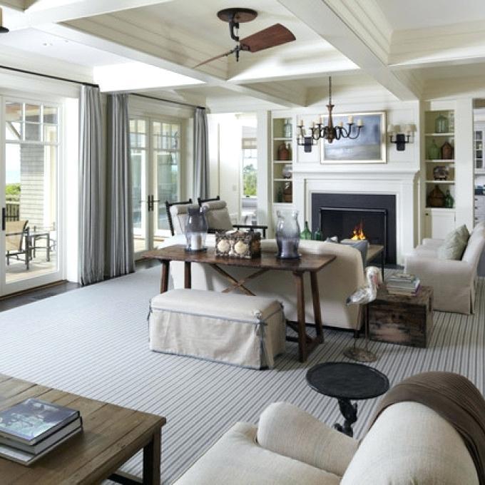 Гостиная в стиле прованс с серыми шторами