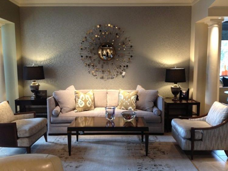 Декор стены за диваном