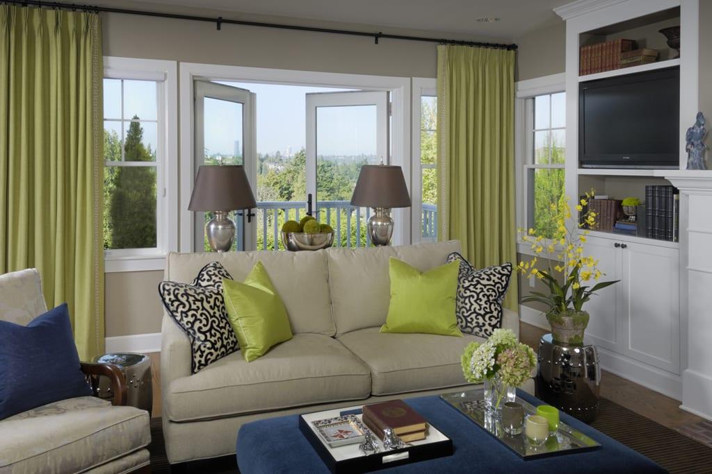 Зеленые шторы в гостиной – свежее и умиротворяющее решение для любого интерьера