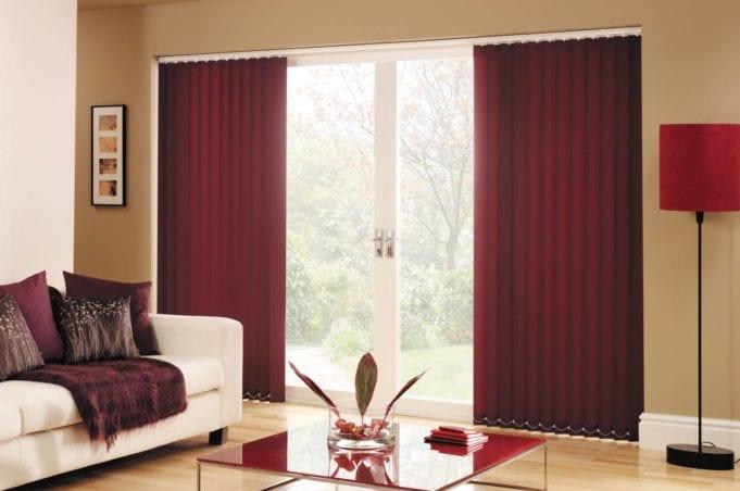 Бордовые шторы в интерьере гостиной: бордовая гостиная и ее оформление