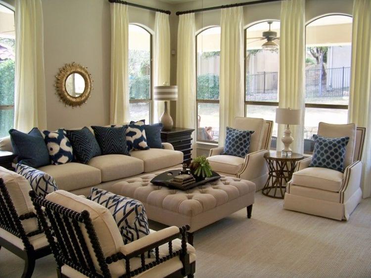Разнообразие моделей бежевого дивана для гостиной