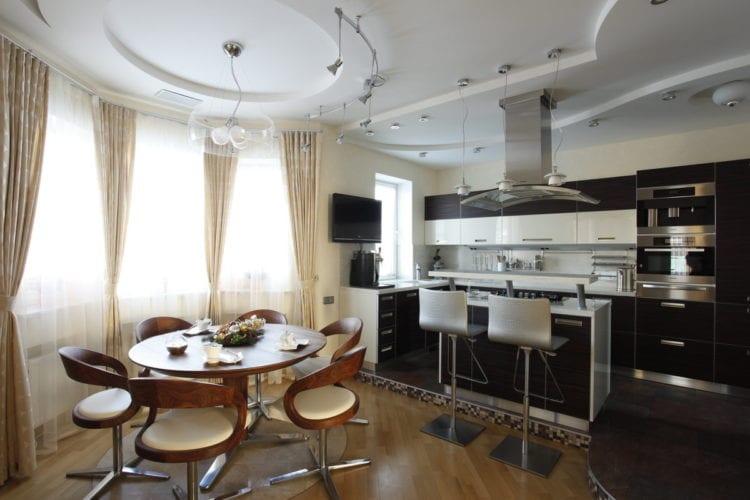 Дизайнерская разработка гостиной-кухни в 24 кв. м.