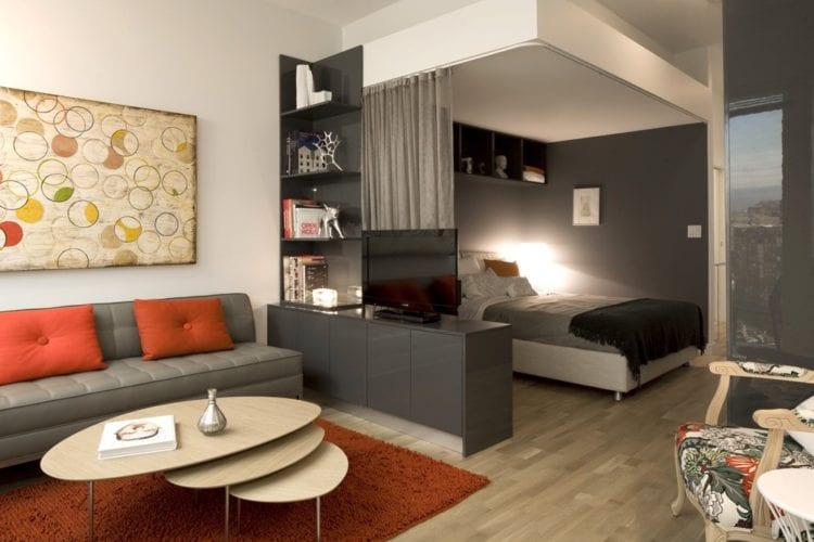 Гостиная со спальней, разделенные комодом