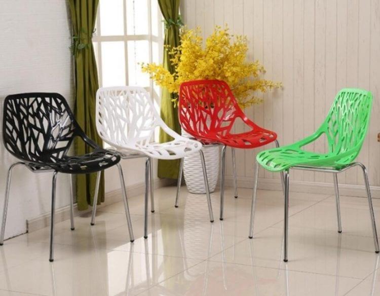 Пластиковые стулья для гостиной