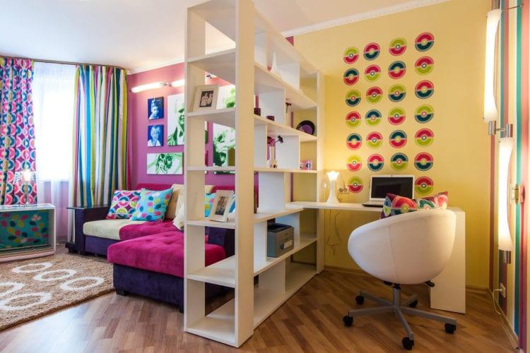 Стеллаж для разделения комнаты на зоны