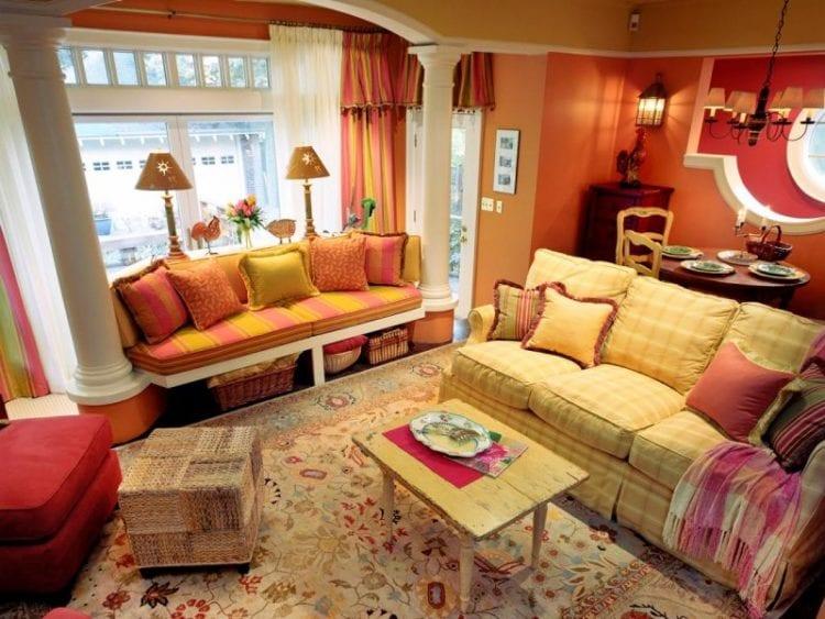 Красно-оранжевая гостиная
