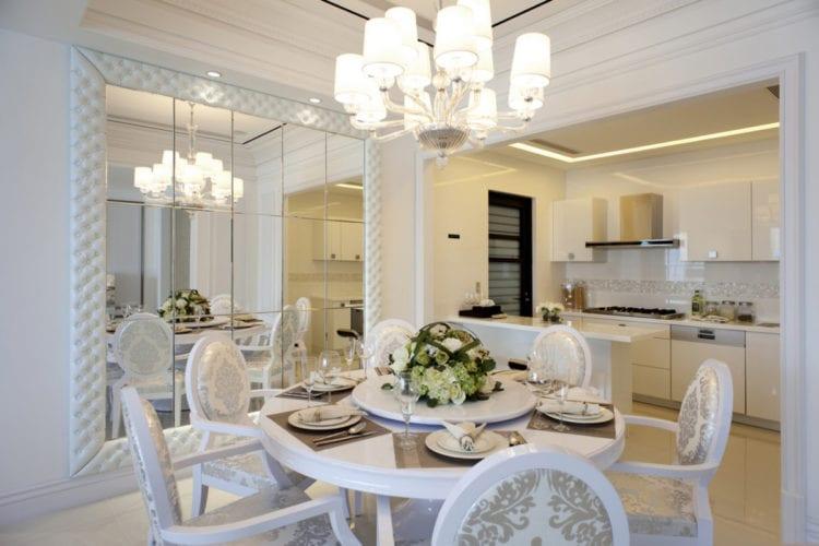 классическая Белая кухня-гостиная