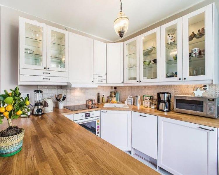 Дизайн кухни площадью 12 кв. метров с П-образной планировкой