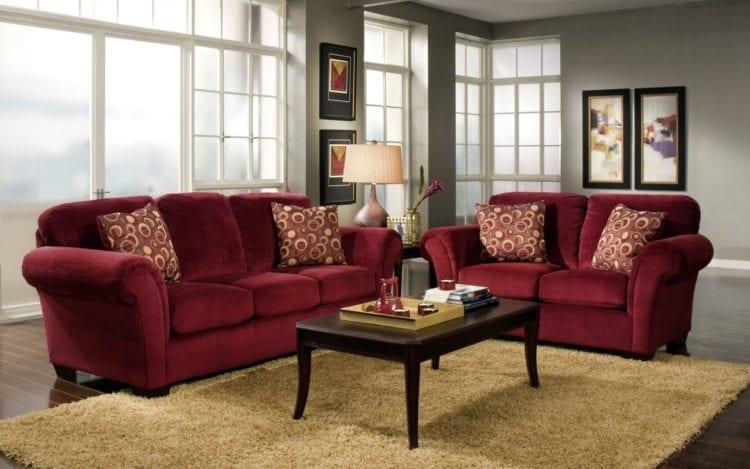 Бордовая мебель в интерьере гостиной