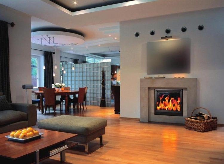 Интерьер гостиной с камином в доме: выбор стиля, особенности размещения и декорирования