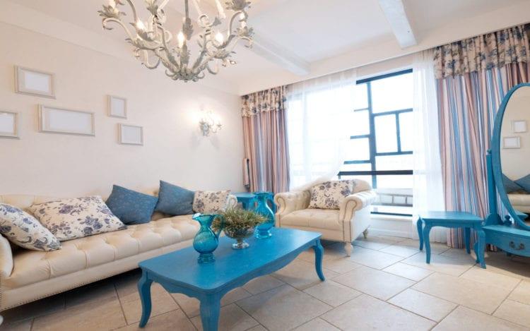 Бежевый диван в интерьере гостиной: с чем сочетать мебель и в каком стиле она будет гармоничной – на примере современной обстановки