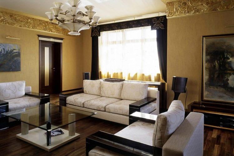 Гостиная в золотых тонах – обстановка для благополучия и богатства