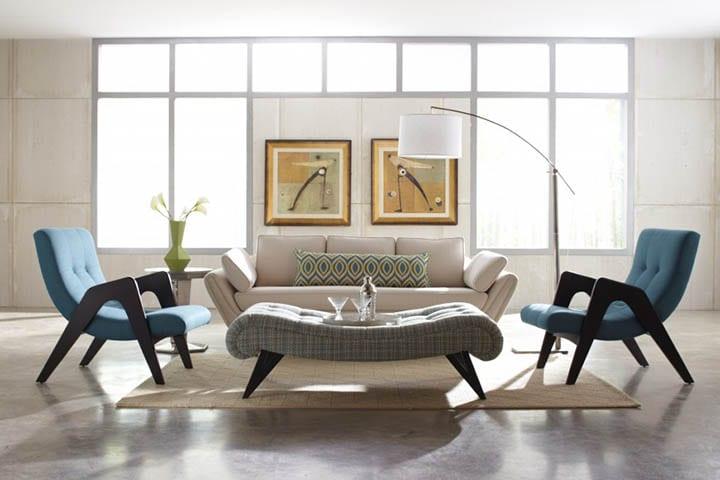 Интерьер гостиной, где предпочтение отдано креслам