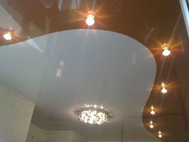 Спайка натяжных потолков в зале