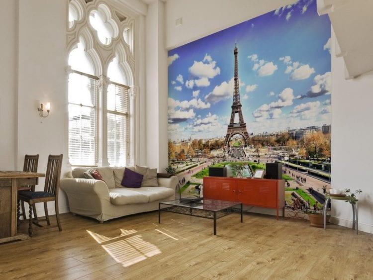 Комната с фотообоями города