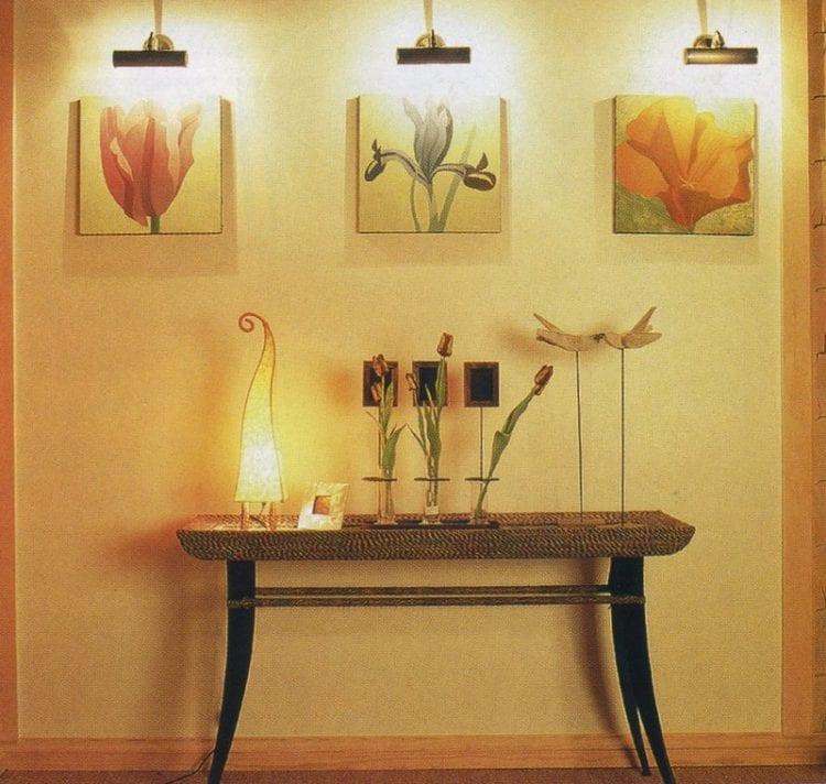 Бра в гостиную для подсветки декора