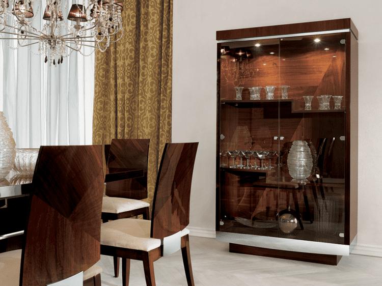 Стеклянная витрина-бар для посуды