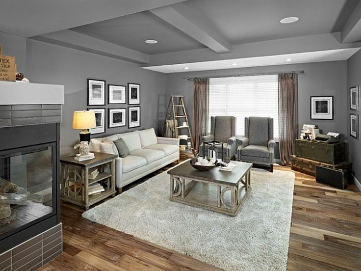 Серый потолок в интерьере гостиной