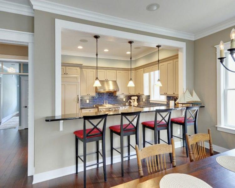 кухонная столовая с барной стойкой