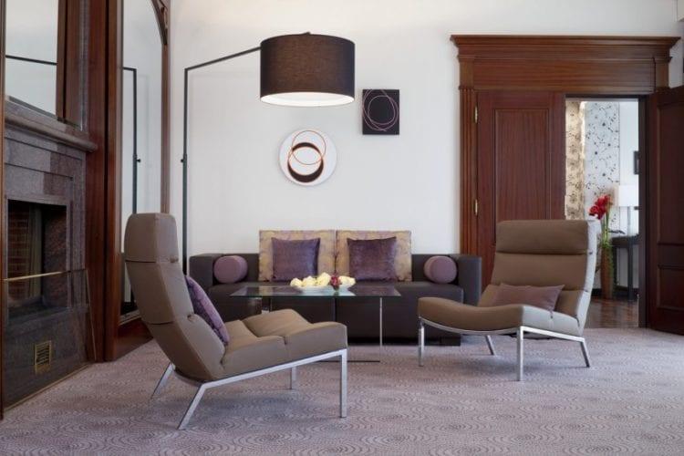 Современные кресла для гостиной