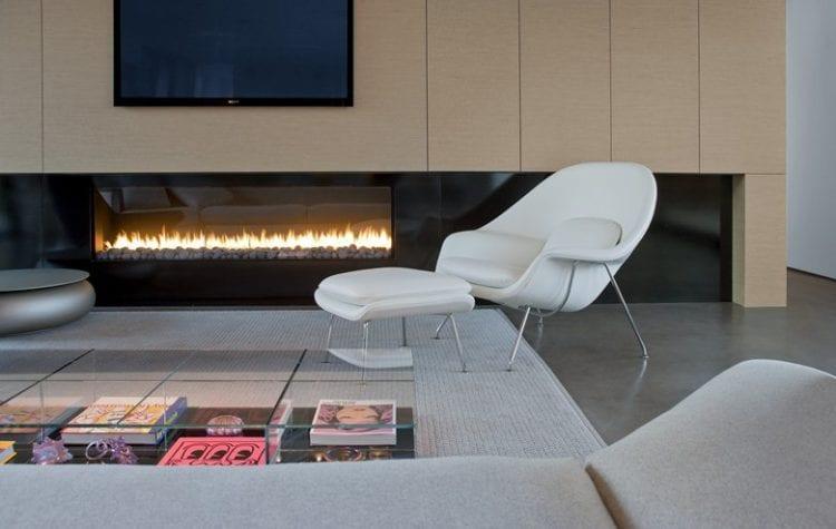 Кресла в гостиной в стиле хай-тек