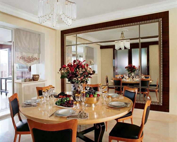 Гостиная с кухней: как использовать зеркала