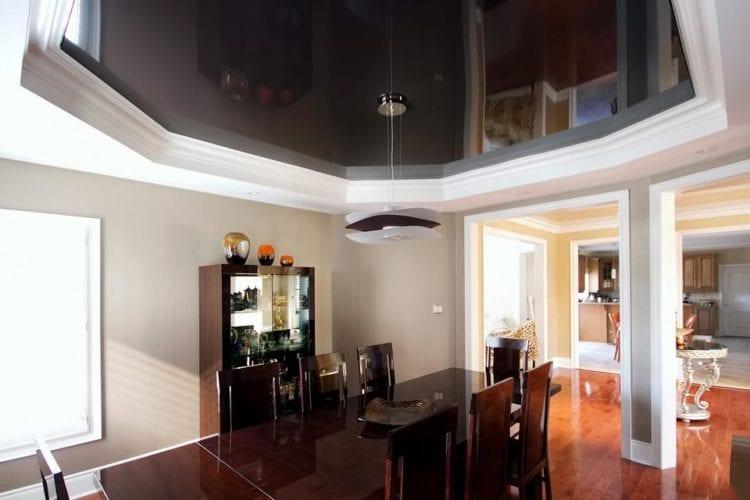 Двухуровневые натяжные потолки шоколадного оттенка и рисунка