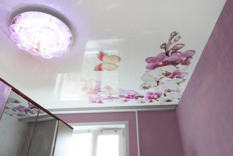 Натяжные потолки с цветами и растениями
