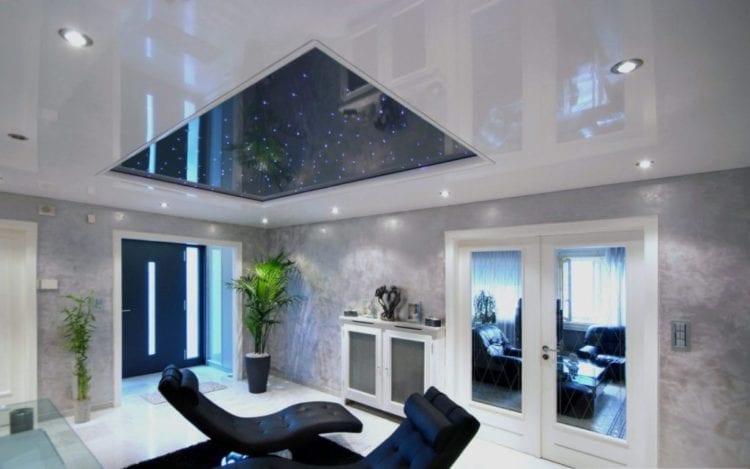 Натяжные потолки со светодиодной подсветкой в зале
