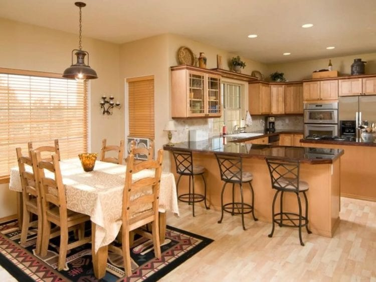 Дизайн кухни-столовой и гостиной в частном доме