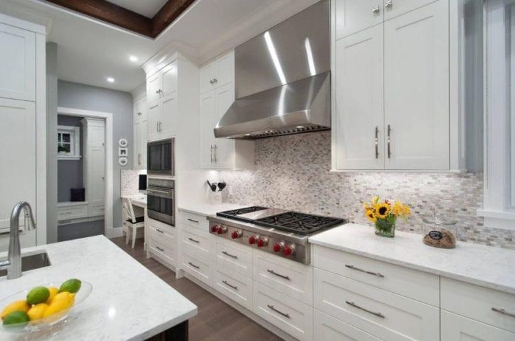 Дизайн проходной кухни в частном доме