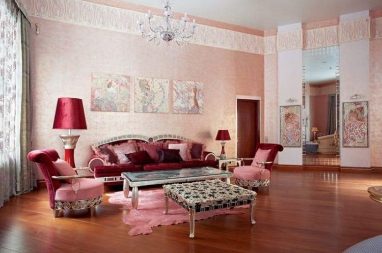 Интерьер гостиной в светлых тонах чайной розы