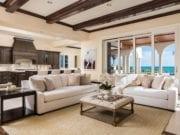 Два дивана в гостиной: особенности создания безупречного уюта